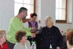 Október - mesiac úcty k starším 2015