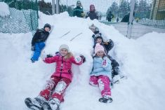 Stavanie snehuliakov 2016
