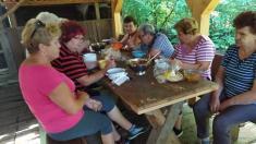 Klub dôchodcov - guľáš v Malej Kanade