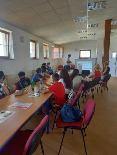 Beseda o lepšej budúcnosti s pracovníkom ÚPSVaR Prešov a žiakmi MRK Drienov
